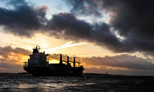 Las sanciones económicas de Estados Unidos sobre la industria petrolera venezolana y la nueva legislación antibloqueo